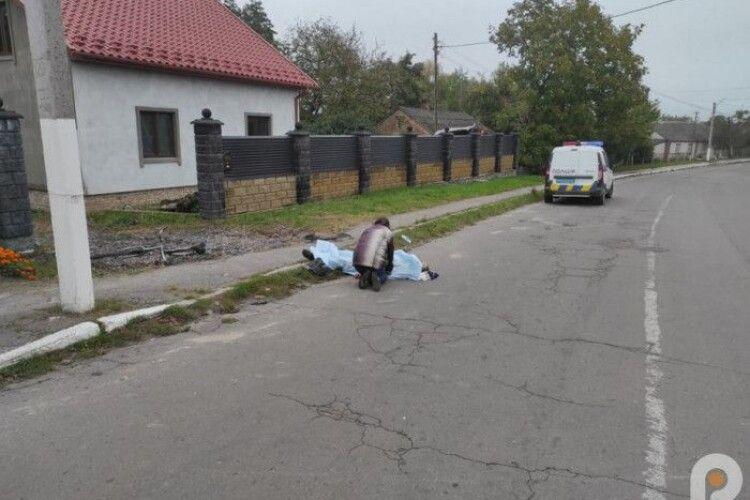 На Волині на вулиці раптово померла жінка (Фото)