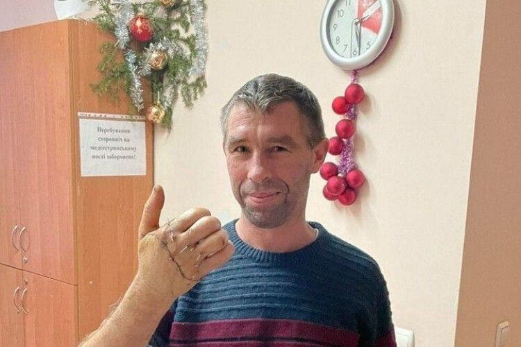 На Новий рік піднімав келих за медиків, які пришили йому відрізані пальці