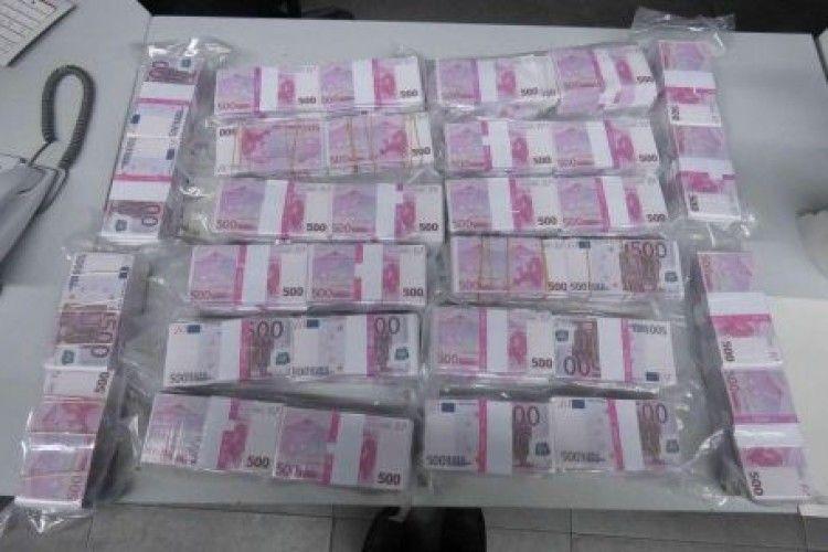 Віддав поліції знайдені 8 мільйонів євро, але ті виявились фальшивими
