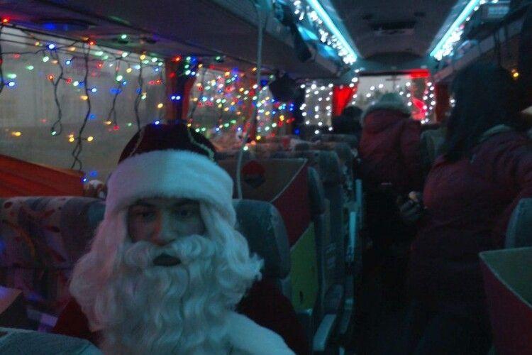 За яким графіком їздитиме між селами Луцької громади автобус зі святим Миколаєм (Відео)