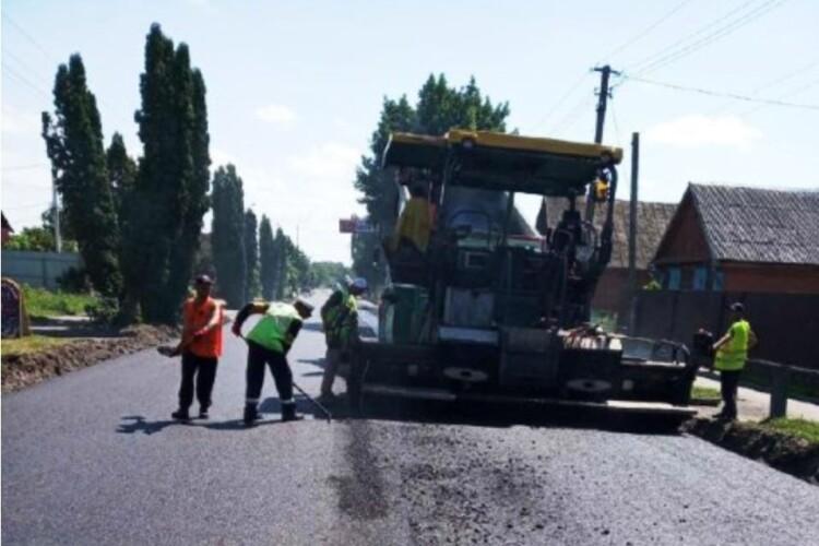 У Луцьку витратять мільйон гривень на ремонт доріг