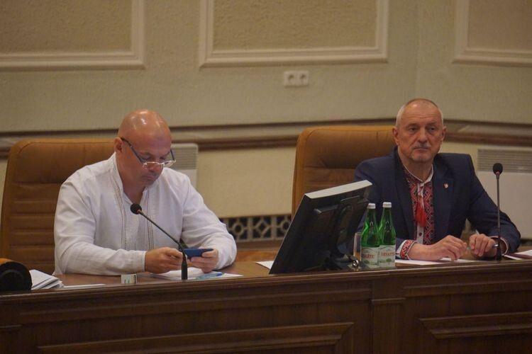 Ігор Палиця звітуватиме перед депутатами у білій вишиванці, Олександр Савченко - в червоно-чорній