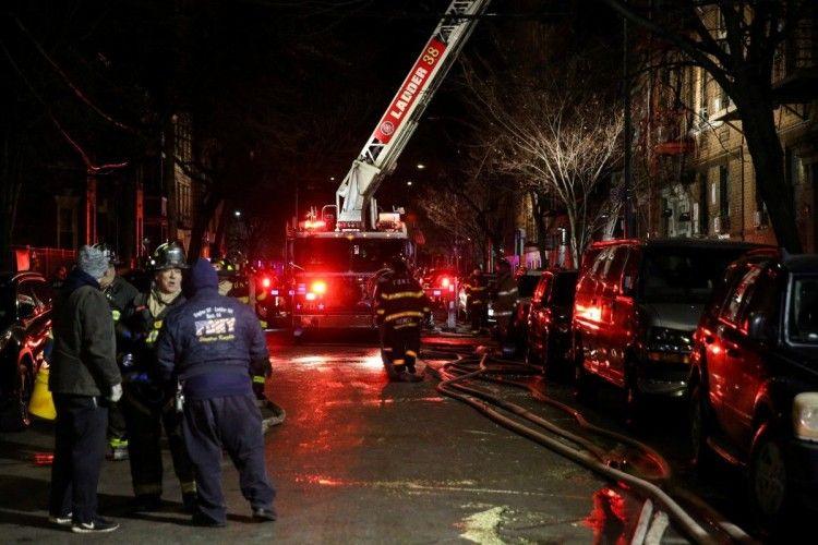 Пожежа в Нью-Йорку, що забрала 12 життів, сталася через дитину, яка гралася з плитою
