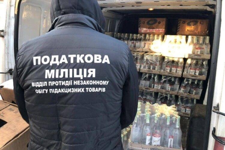 Податкова міліція Волині затримала автомобіль з партією «бодяжного» алкоголю