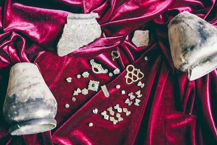 У волинському музеї для огляду виставили скарб