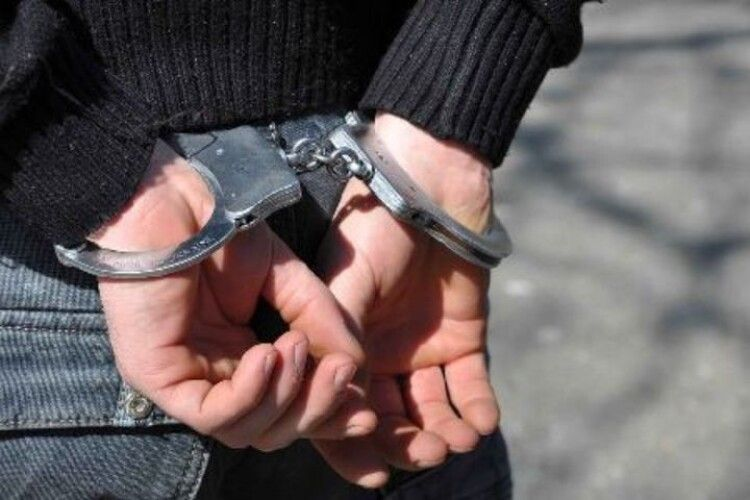 Побили та пограбували: ковельські поліцейські оперативно розкрили грабіж