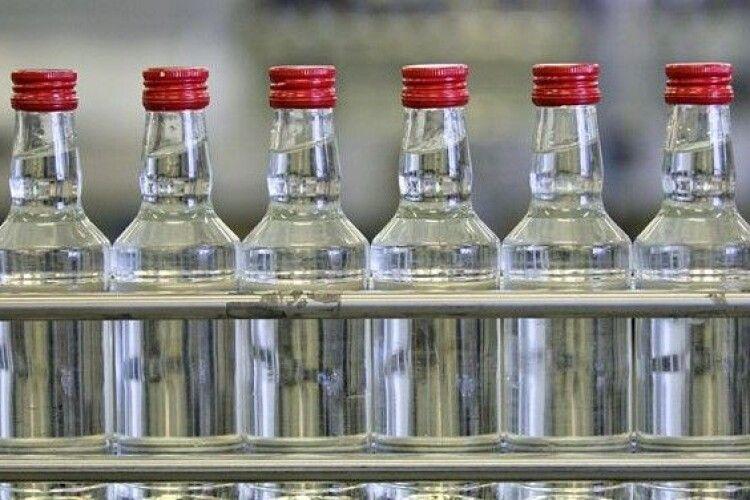 За торгівлю контрафактним спиртним волинянин сплатить 85 тисяч гривень штрафу