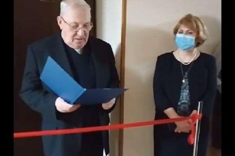«Немає нічого злочинного». У київському університеті виправдалися за урочисте відкриття туалету