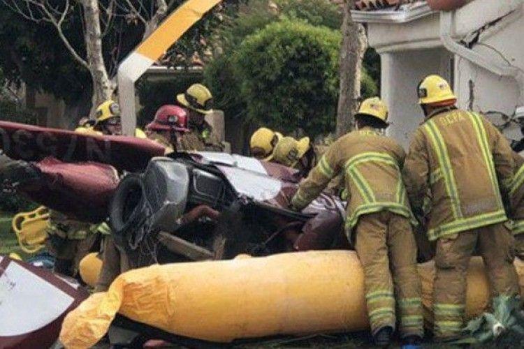 У США вертоліт впав на будинок