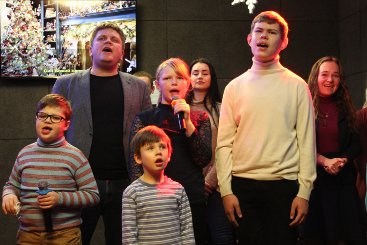 Надзвичайні діти співали караоке зі заступником очільника області