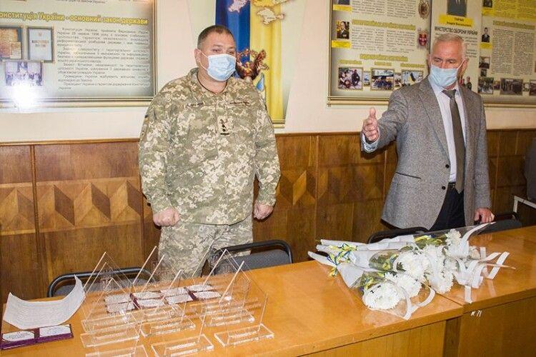 У Нововолинську сім'ям загиблих учасників АТО вручили почесні нагороди