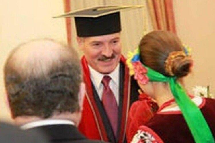 Університет Шевченка позбавив Лукашенка звання почесного доктора