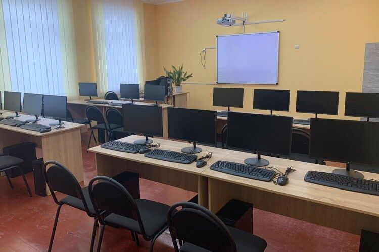 На Волині у сільській школі, де навчаються пів тисячі дітей, буде лінгафонний кабінет (Фото)