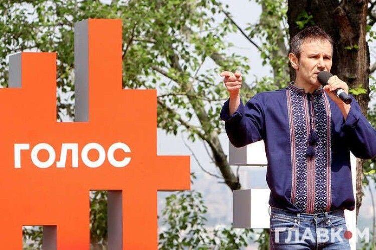 «Голос» Вакарчука підспівує Зеленському. Перший скандал на місцевих виборах