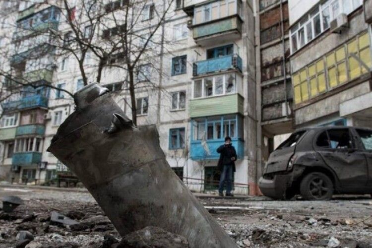 Злочин путінського режиму не має терміну давності – Порошенко вшанував жертв обстрілів Маріуполя