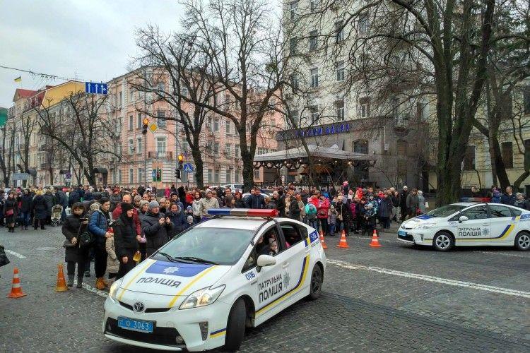 У Києві патрульні катали дітлахів на своїх автівках