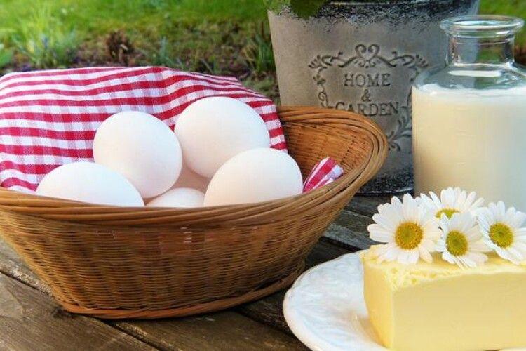 Цьогоріч кожен українець вип'є 20 відер молока і з'їсть 280 яєць