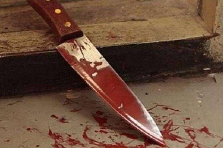 На Одещині 15-річного підлітка знайшли у власній кімнаті з ножовим пораненням живота