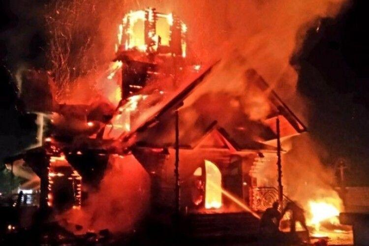 Згоріла дерев'яна церква Василя Великого