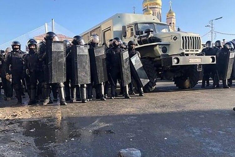У Росії вже затримують учасників мітингів за Навального