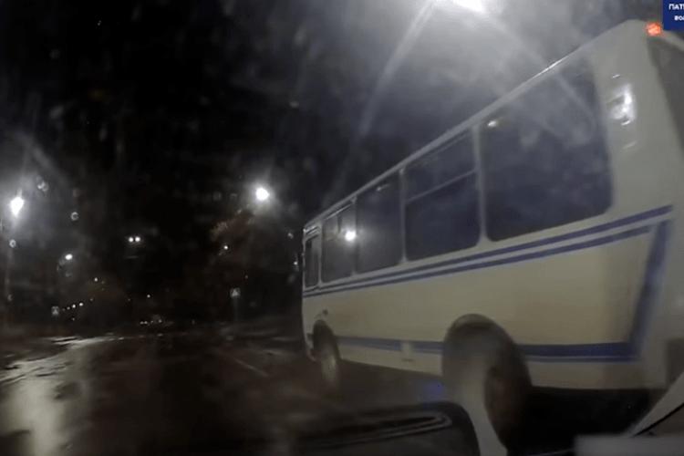 У Луцьку автобус не пропустив «швидку», яка мчала на виклик (Відео)