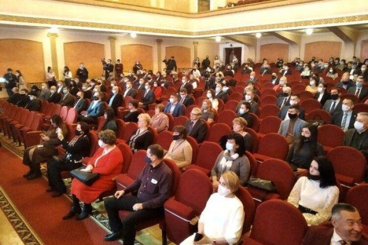Розпочалась перша сесія Луцької міської ради нового скликання (Фото)