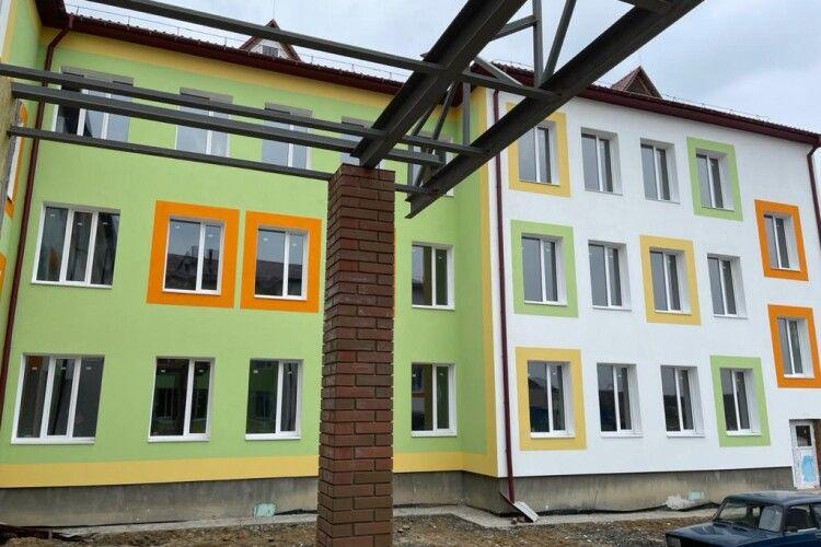 У селі на Ківерцівщині добудовують школу: показали стан готовності (Фото)
