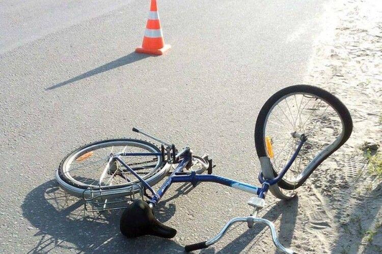 У Кримному Старовижівського району автівка збила 15-річну велосипедистку: водій з місця ДТП втік...