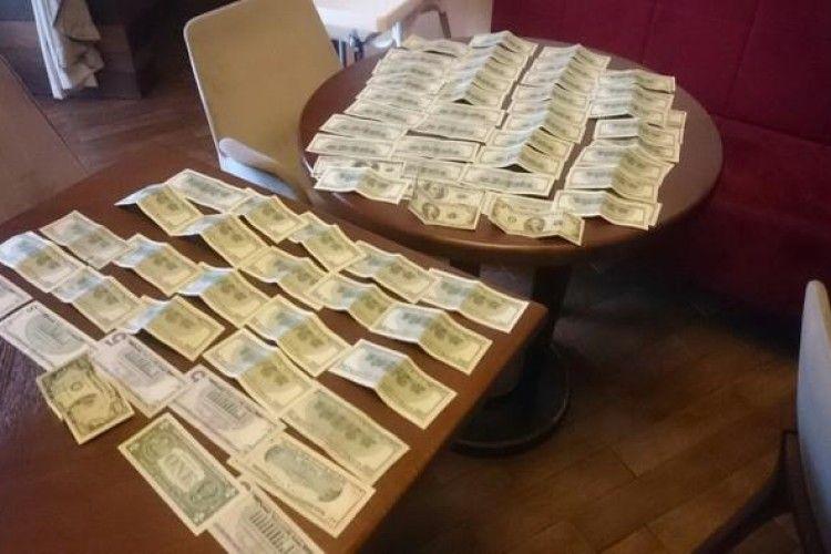 2000 «зелених» обіцяв платити організатор бурштинового бізнесу співробітникові СБУ (відео)
