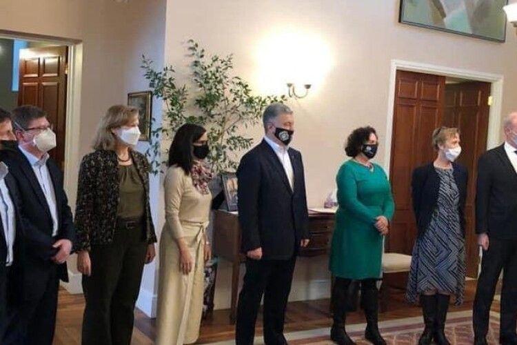 Санкції, інтеграція України в ЄС та НАТО, вакцини: про що Порошенко говорив з послами країн Групи семи