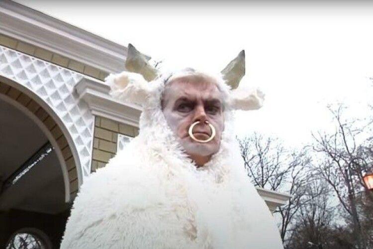 Директор зоопарку став Биком у новорічному кліпі (Відео)
