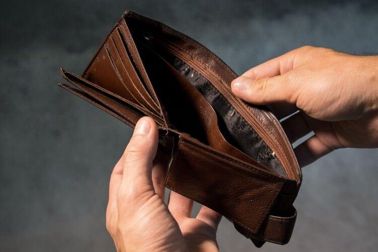 Гроші взяла, гаманець залишила: у Горохові злодійка пробралась в хату