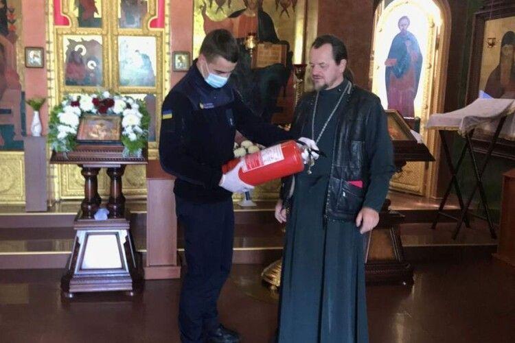 Волинські рятувальники інструктують священиків перед Трійцею
