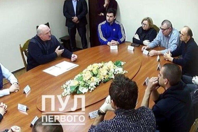 Двох політв'язнів відпустили з СІЗО після зустрічі з Лукашенко