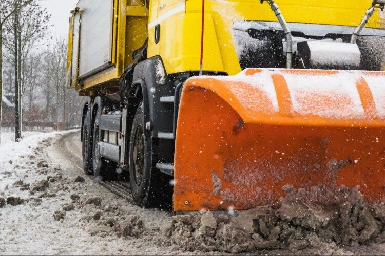 Під час розчищення доріг від снігу загинув працівник автодору