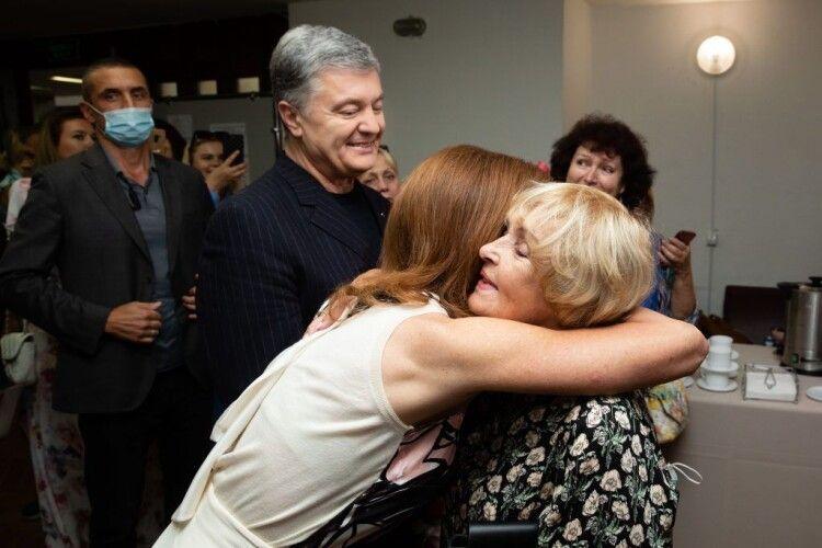 Петро і Марина Порошенки особисто привітали Аду Роговцеву