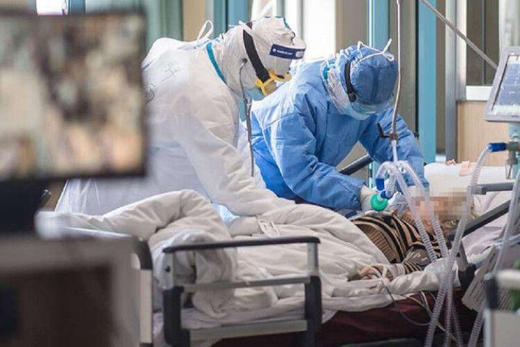 Коли в Україні очікують пік коронавірусних шпиталізацій