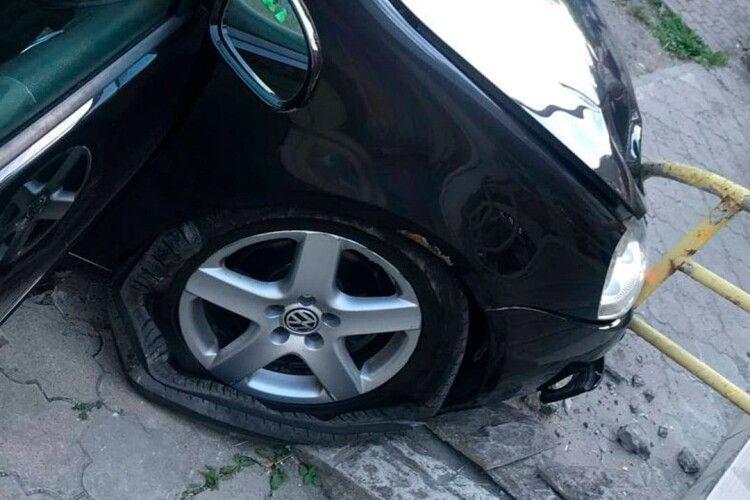 Водій, який влетів у сходи магазину в Луцьку, пояснив чому так сталося