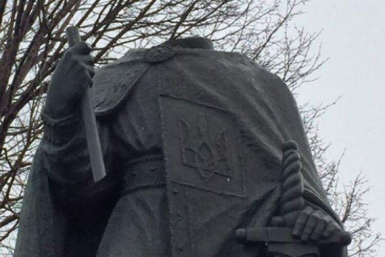Біля української церкви у Вінніпегу пошкодили пам'ятник святому Володимиру