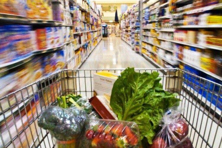 Лучани скаржаться на брудну продукцію в одному з відомих супермаркетів (Фото)