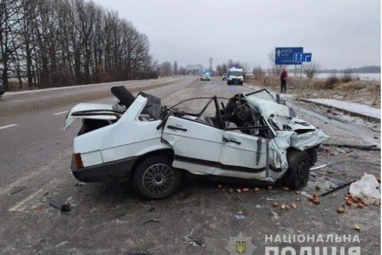 «Везли бабусі продукти»: на Київщині в ДТП розбилися батько зі сином