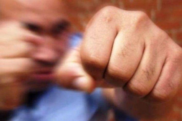 І сміх, і гріх: масова бійка між школярами, вчителями та батьками (Фото, відео)