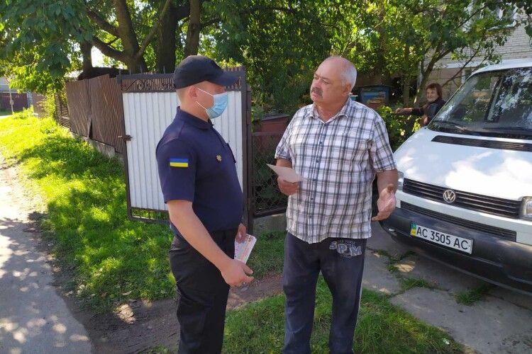 Жителів Нововолинська вчили відбиватися від червоного півня