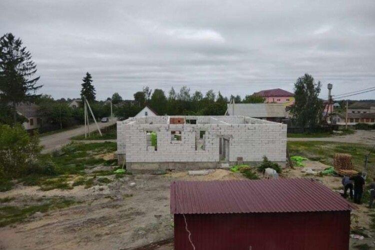 У Вишнівській ОТГ продовжують будівництво амбулаторії