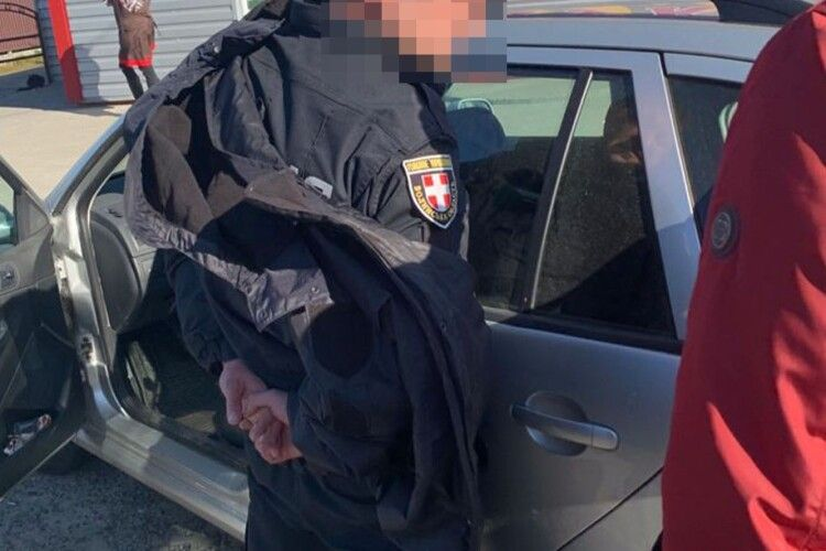 Відоме ім'я поліцейського, який розповсюджував наркотики в Луцьку (Фото)