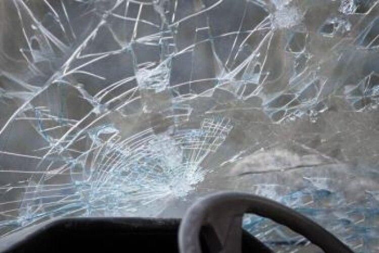 У Липинах автомобіль збив 8-річну дитину