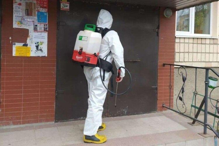 У Луцьку рятувальники проводять дезінфекцію об'єктів