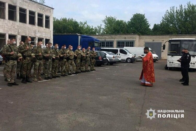 20 волинських правоохоронців вирушили в зону ООС