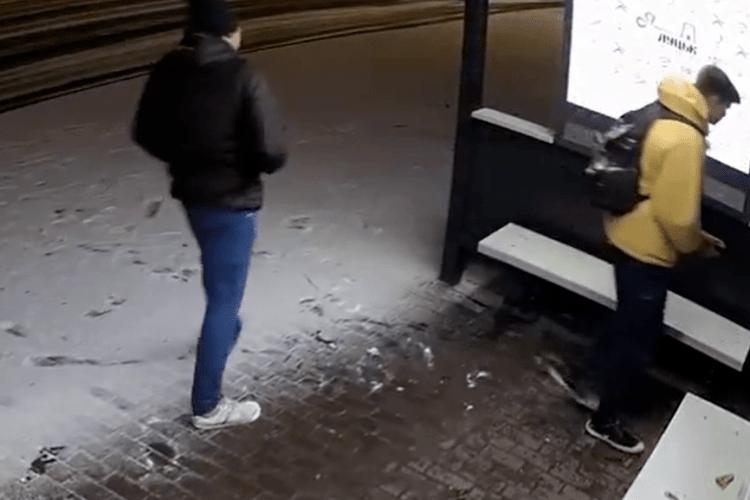 Хулігана, який розмалював нову зупинку в центрі Луцька, знайшли: що йому загрожує