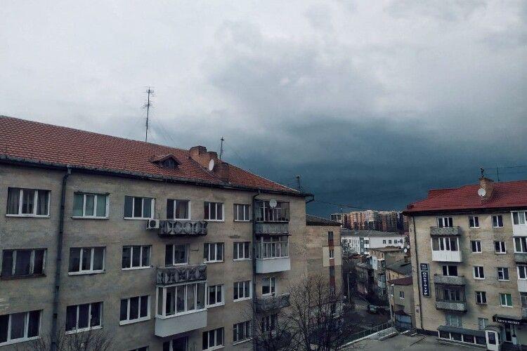 У Луцьку вперше цьогоріч загриміло (Фото)
